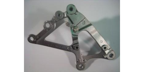 Кронштейн правый для водительской подножки YZF R198-01
